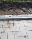 2x beton paal voor buiten poort