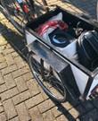 Stevige fietskar met elektrische fiets