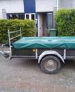 Aanhangwagen met net en dekzeil. Lengte 2.45m  Breedte 1.27m.