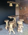 Stoere houten bartafel met 4 krukken