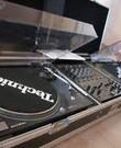 DJ set 2 x Technics 1210 MK2 & Xone 92 mengpaneel