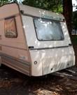 Caravan lichtgewicht eenvoudig en practisch met fijn tweepersoons bed