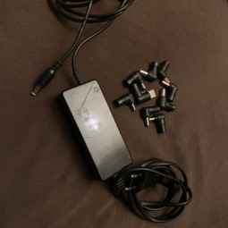 Universele laptop adapter/stroom