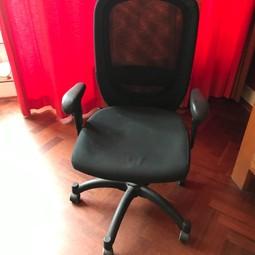 Bureaustoel Ikea helemaal goed. Gratis. Zelf halen.