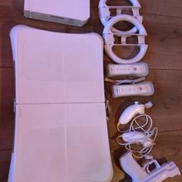 Nintendo Wii met 2 controllers, 2 nunchucks, balanceboard en spellen