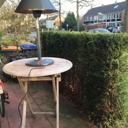 2 statafels  zware teakhouten groter blad dan meeste statafels. En een standaard metaal - kunststof stafel.