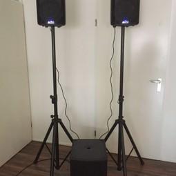 Geluidsset/speakers voor 75-100 personen