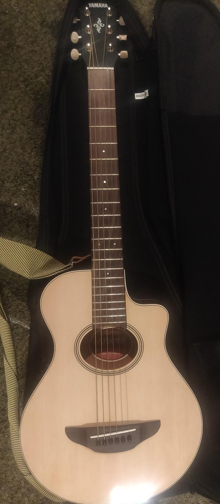 Elektr- akoestische Yamaha gitaar