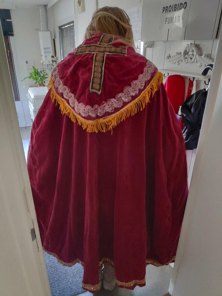 Sinterklaas kostuum inclusief staf en 2 Pietenpakken