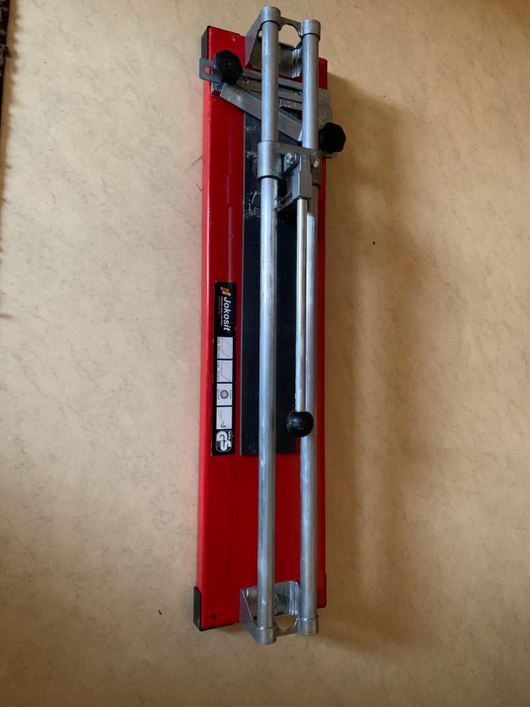 Tegelsnijder  voor tegels maximaal 600 mm.. en 18 mm dik
