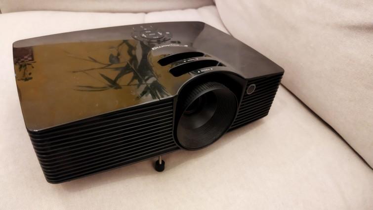 Full HD beamer (Optoma HD141x)