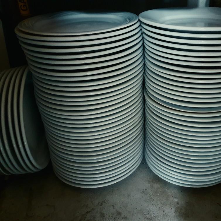 83 Ontbijtborden wit porselein 20 cm diameter