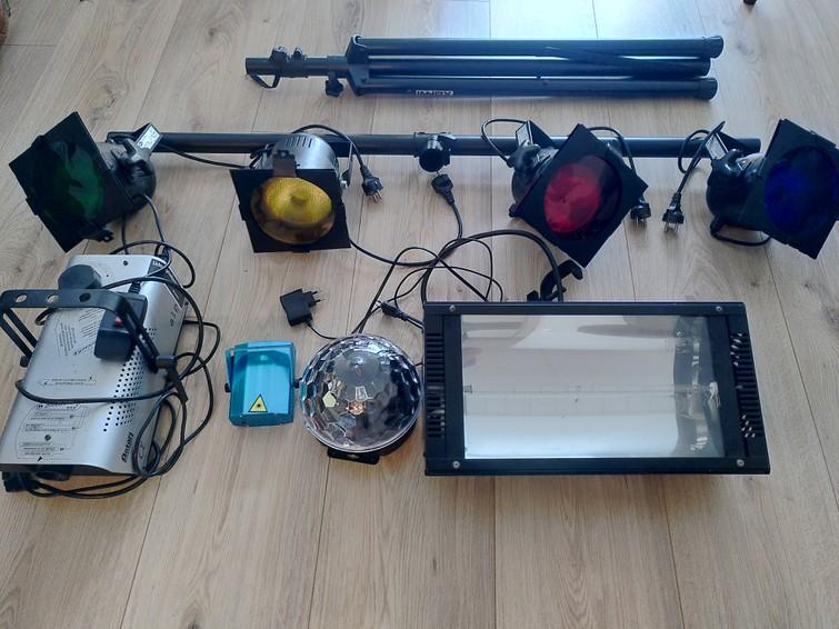 Discolampen set (1x lampenbar op statief, rookmachine, stroboscoop, statische discolamp)