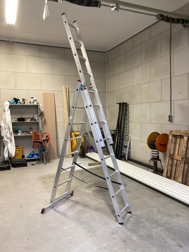 Ladder 3x8 treden (werkhoogte 5,68m)