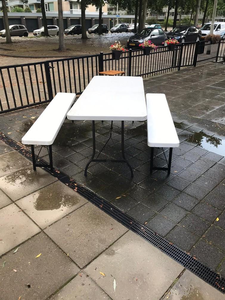 Biertafel(Partytafel met twee banken)