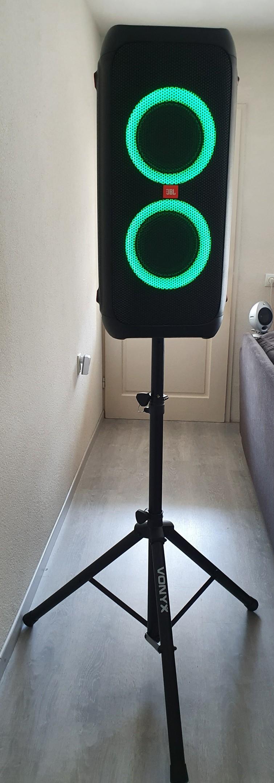 JBL Partybox 310 bluetooth accu speaker met microfoon en eventueel met standaard.