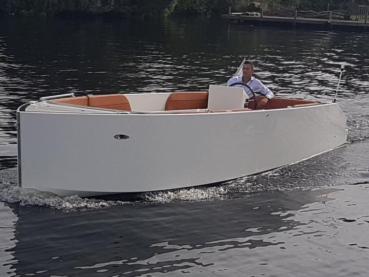 Luxe Boot te huur model Atender 72