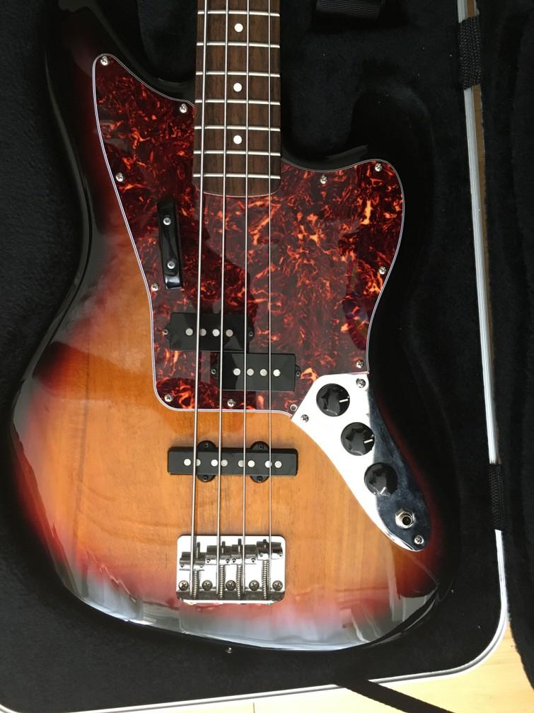 Fender Squier Jaguar Bass (gemodificeerd)