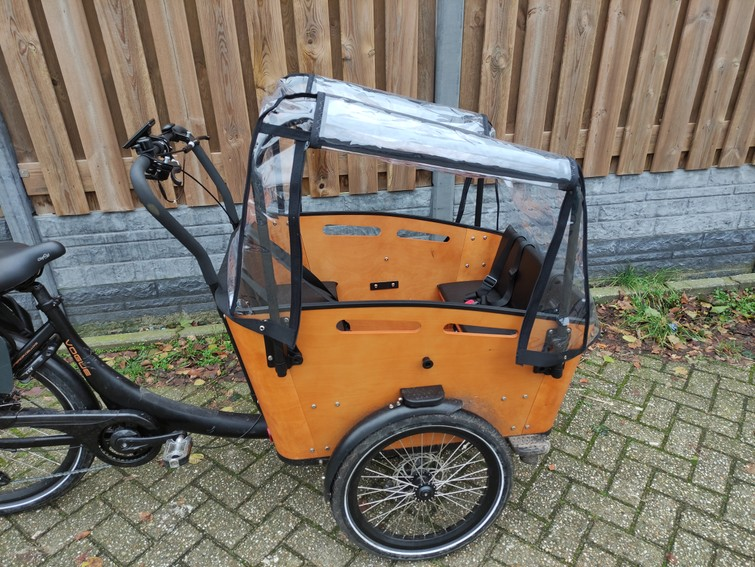 Elektrische driewieler bakfiets voor 5 pers (evt 1 maxi cosi) met optionele regenhuif