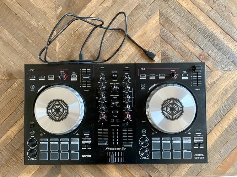 DJ set / controller / draaitafel te huur