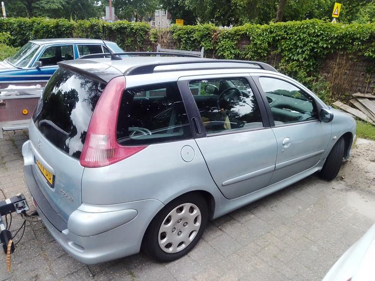 auto (Peugeot 206 sw, trekhaak)