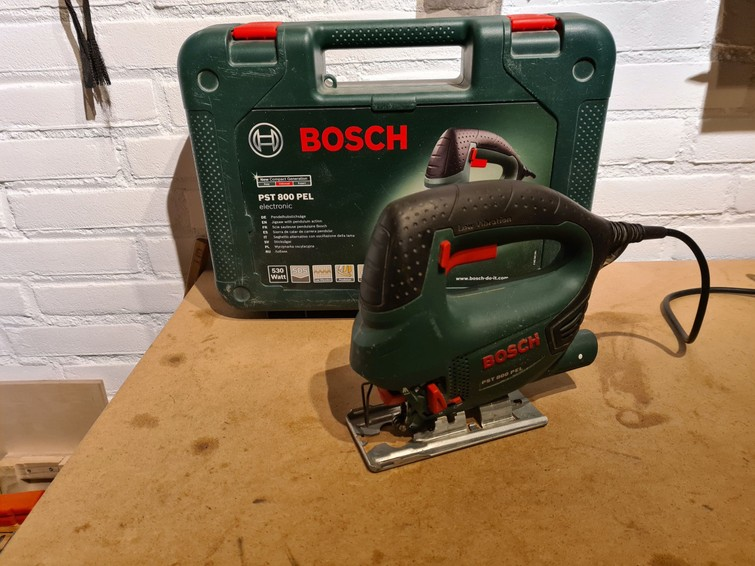 Bosch PST 800 PEL Decoupeerzaag; zagen in hout, metaal en kunststof inclusief zaagbladen voor hout