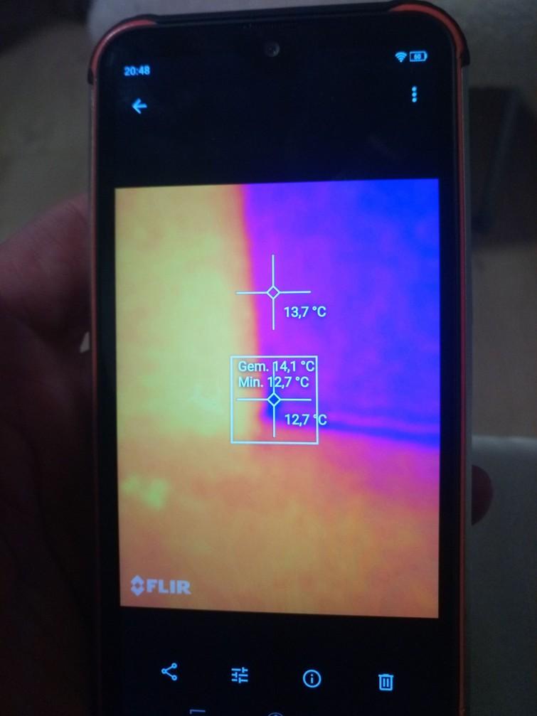 Telefoon met warmtebeeldcamera