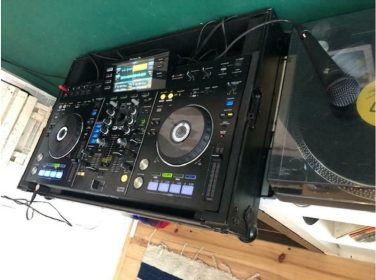 Pioneer XDJ-RX all-in-one DJ set incl flightcase & Microfoon