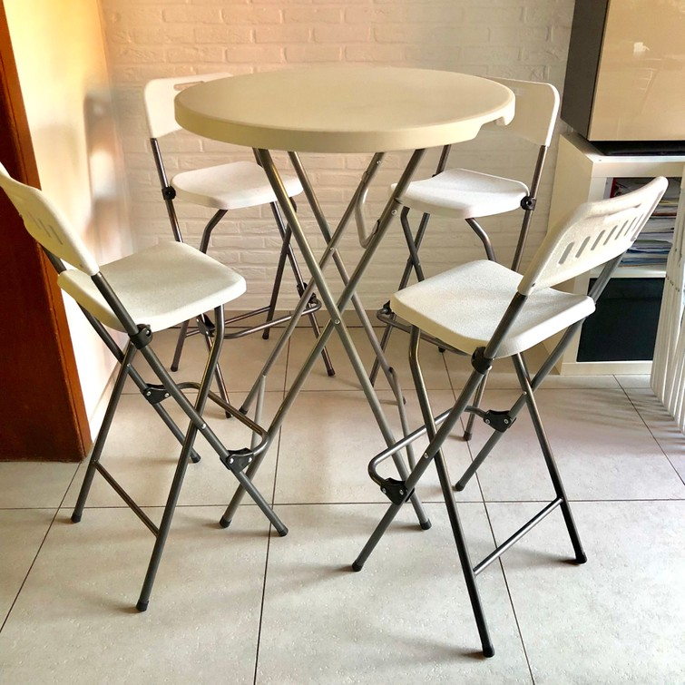 Hoge tafel met 4 barkrukken, opklapbaar