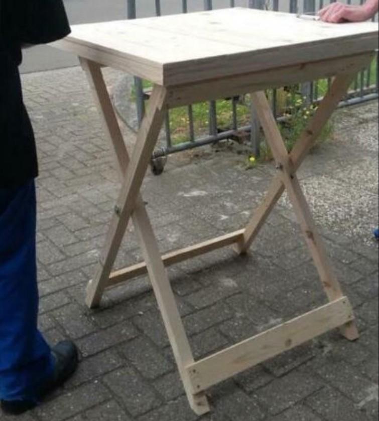 Mooie houten statafel