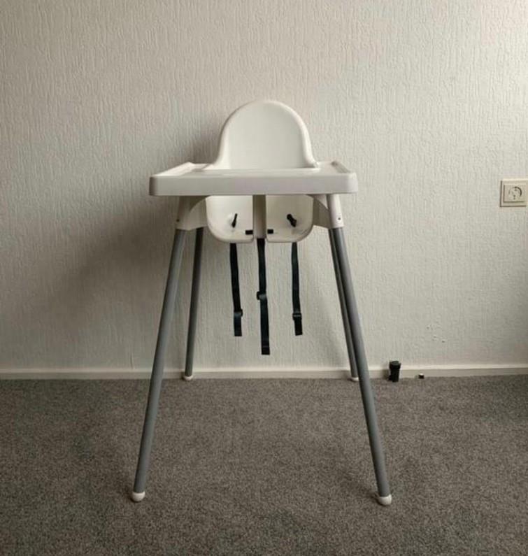 kinderstoel vd Ikea met tafelblad