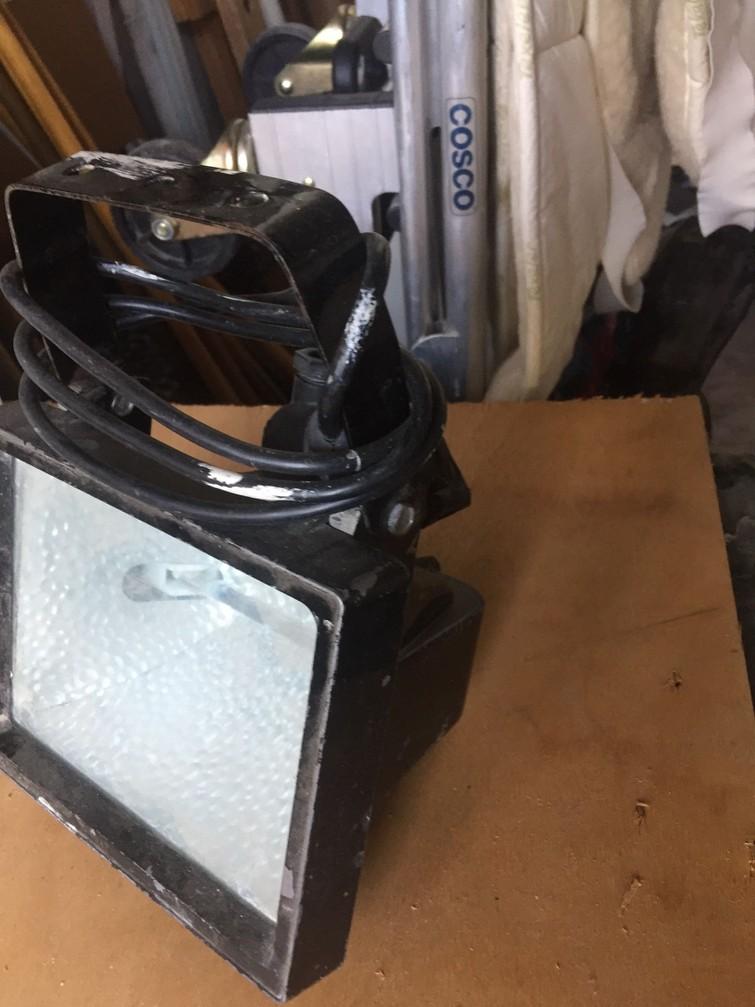 bouwlampen van diverse sterkte tussen 150 en 500 watt