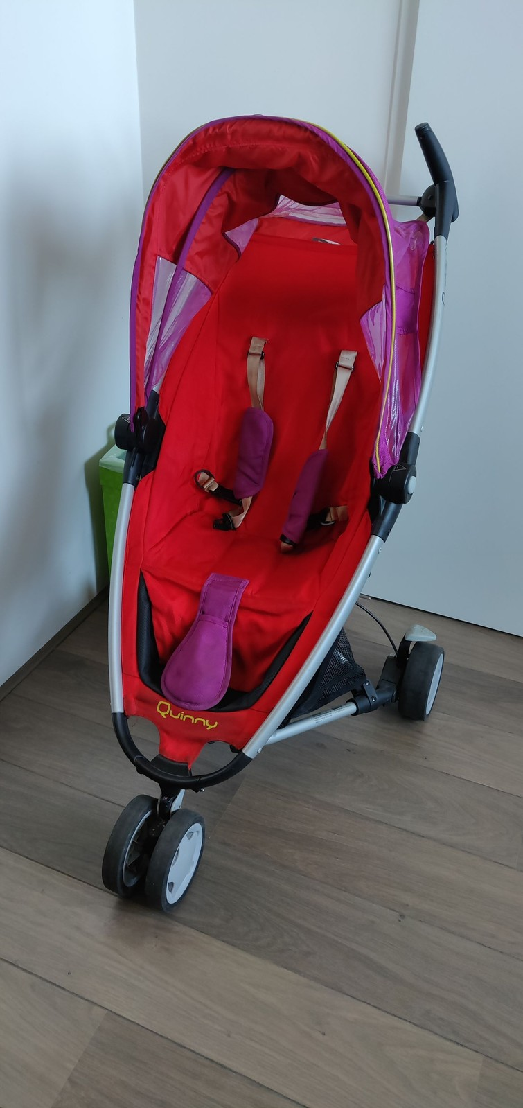 Rood paarse buggy Quinny