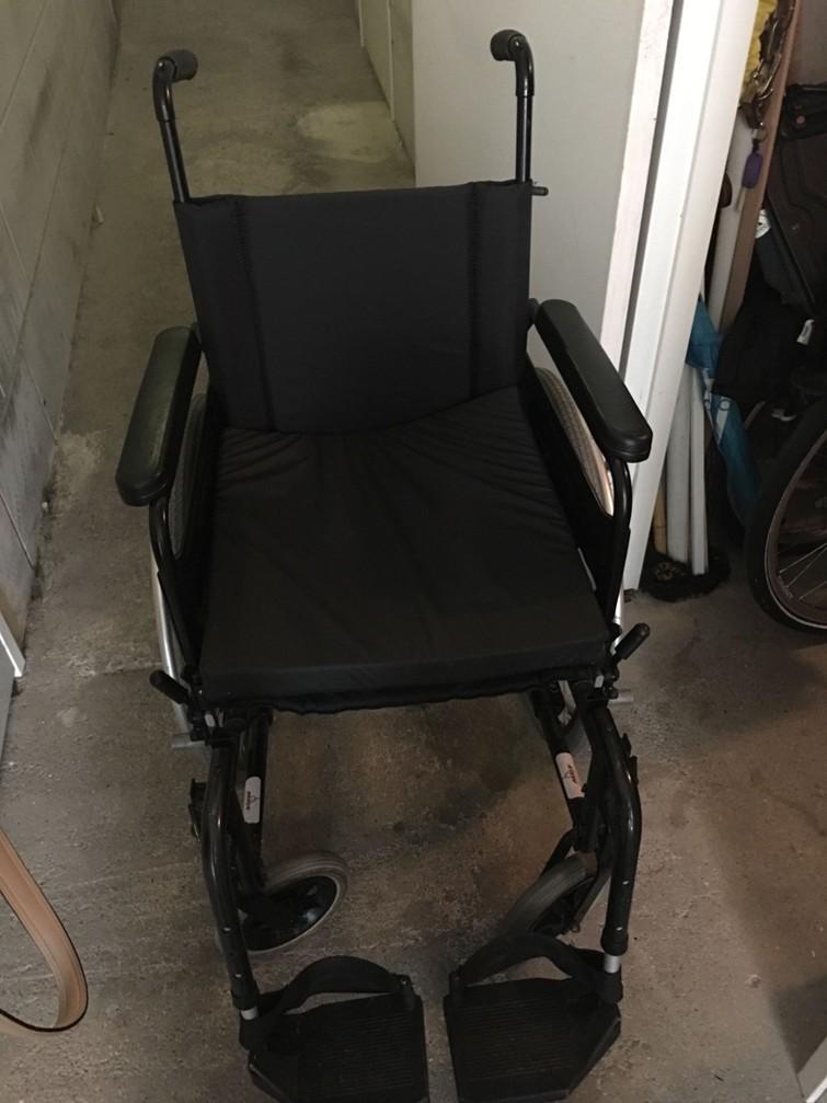 Stevige rolstoel , weinig gebruikt