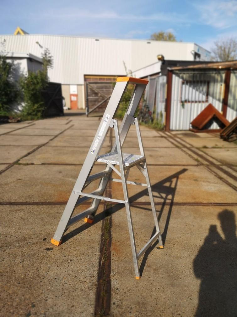 Trap Ladder 4 treden - Platform op 87cm hoogte - zeer stabiele ladder