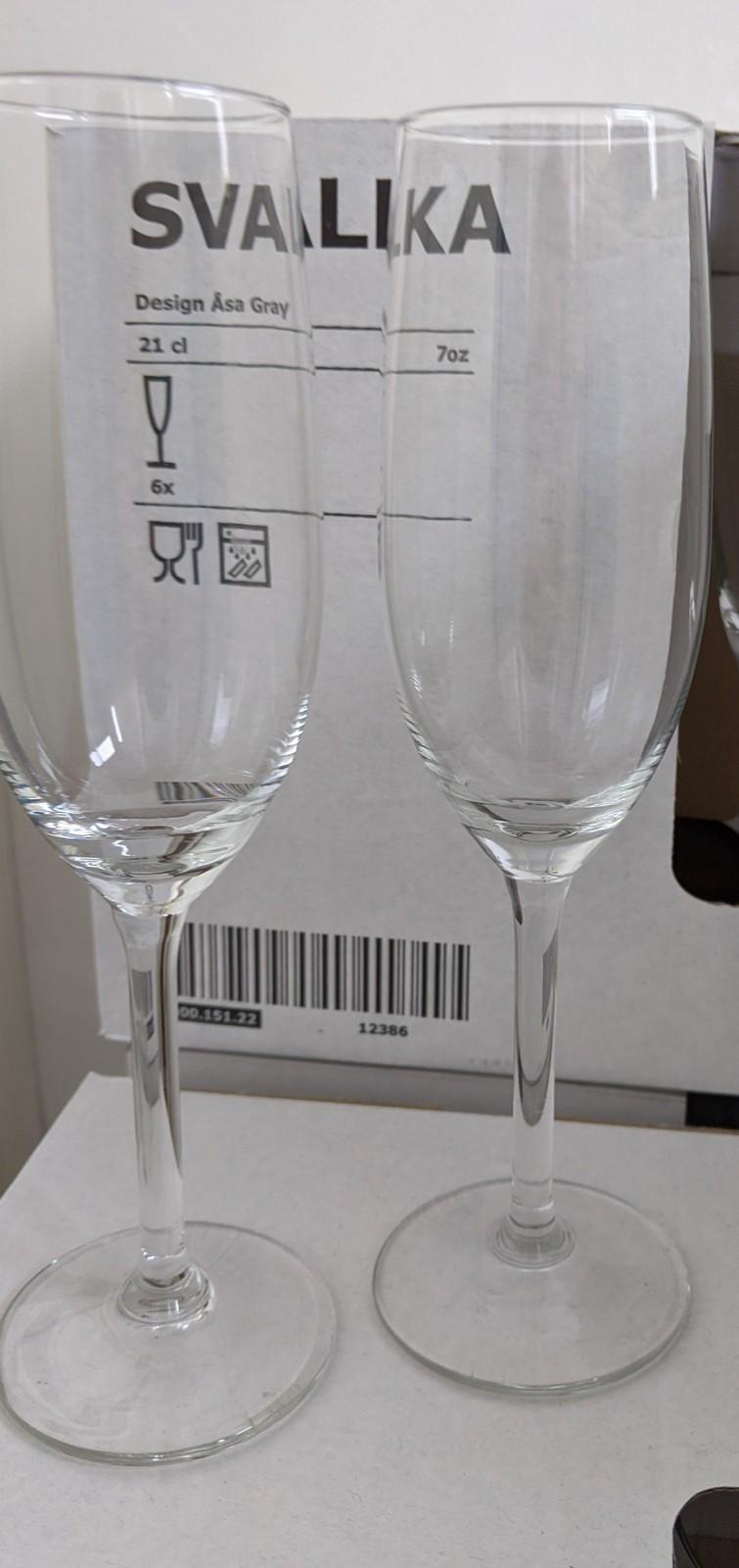 44 champagneglazen (minder ook mogelijk)