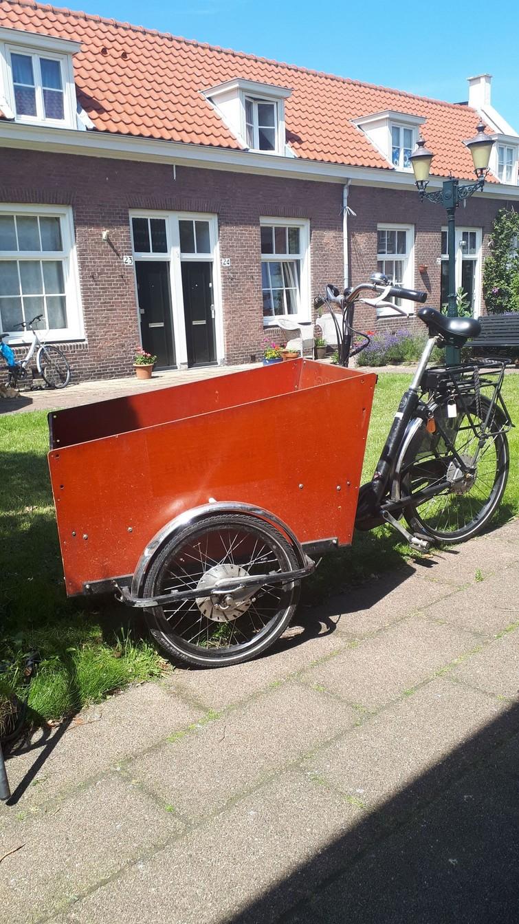 Bakfiets van bakfiets.nl. Goede staat en electrisch ondersteund.
