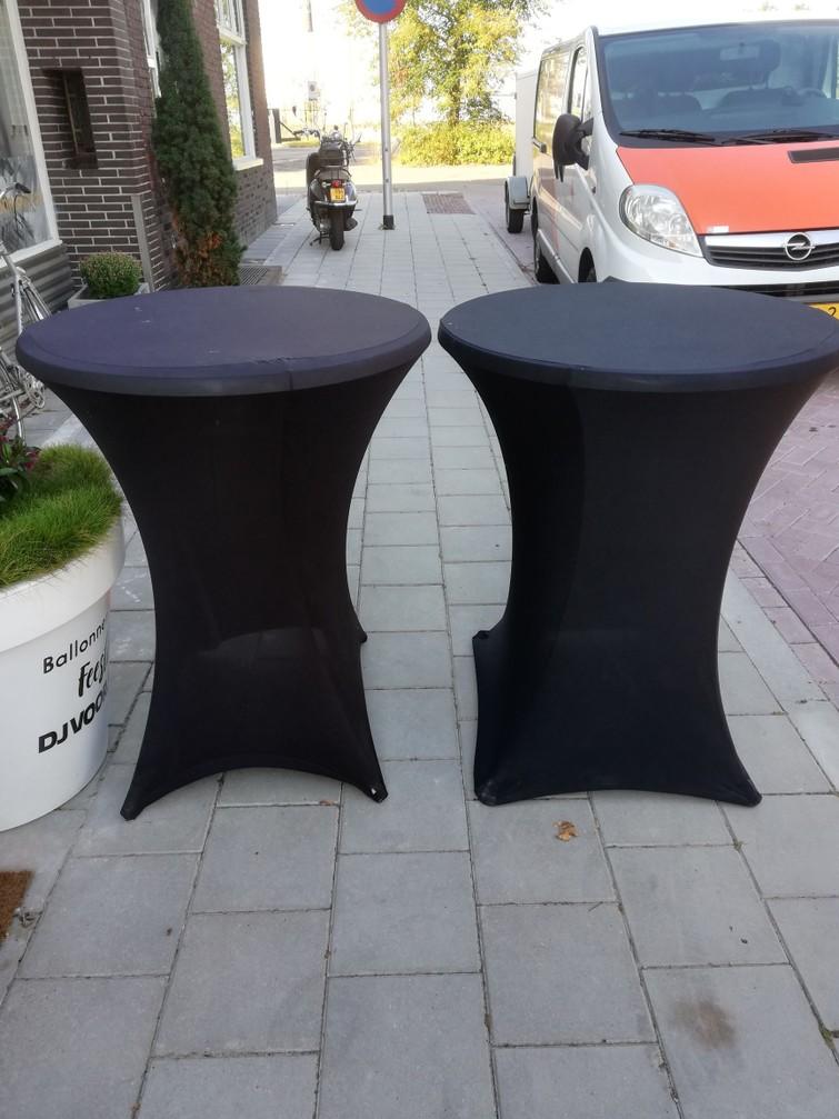 2 statafels met zwarte rok