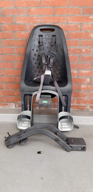 Thule Yepp maxi fietsstoel zwart zadelbuisbevestiging