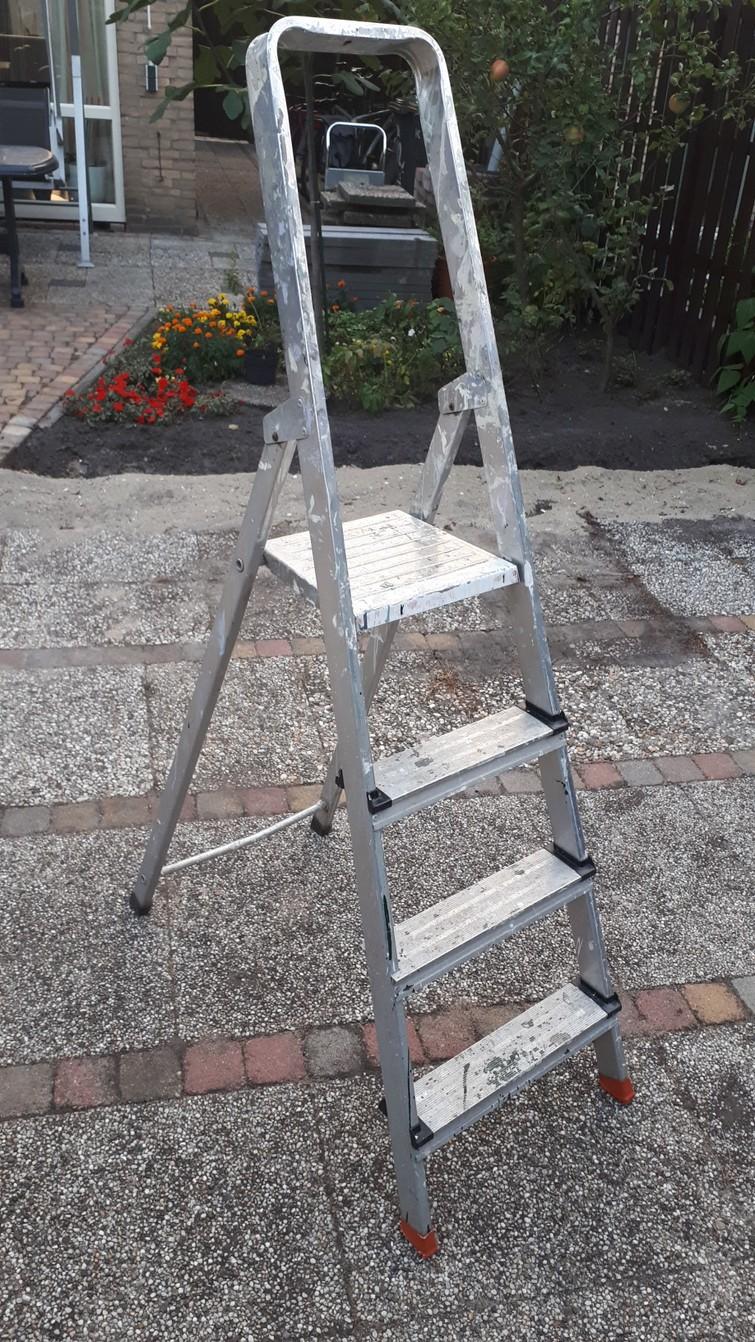 Ladder met 4 treden.
