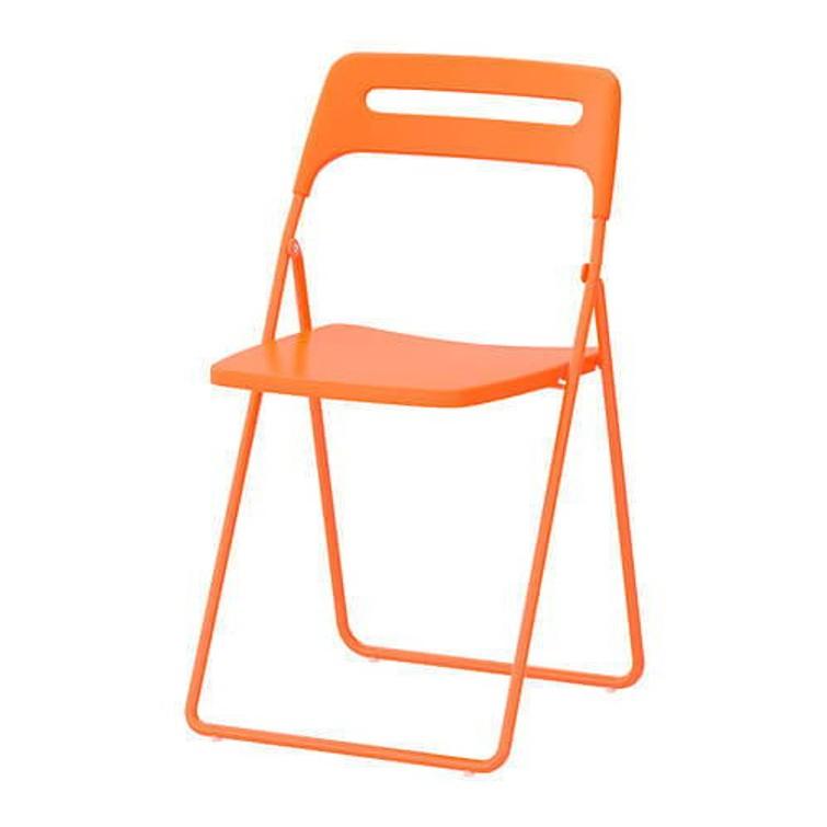6 oranje klapstoelen