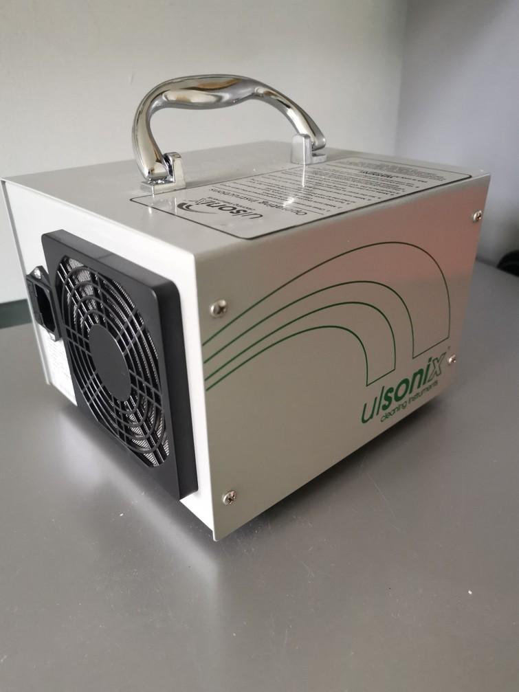 Te Huur OZONE GENERATOR Machine voor viese geurtjes in je auto of ruimtes