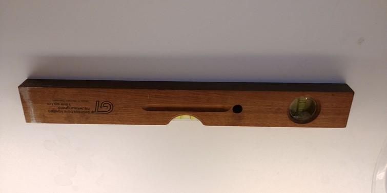 van hout; horizontaal en verticaal te gebruiken.