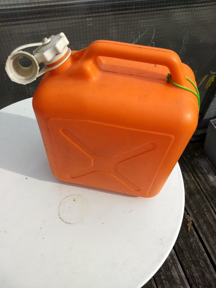 jerrycan voor water of limonade 10 liter