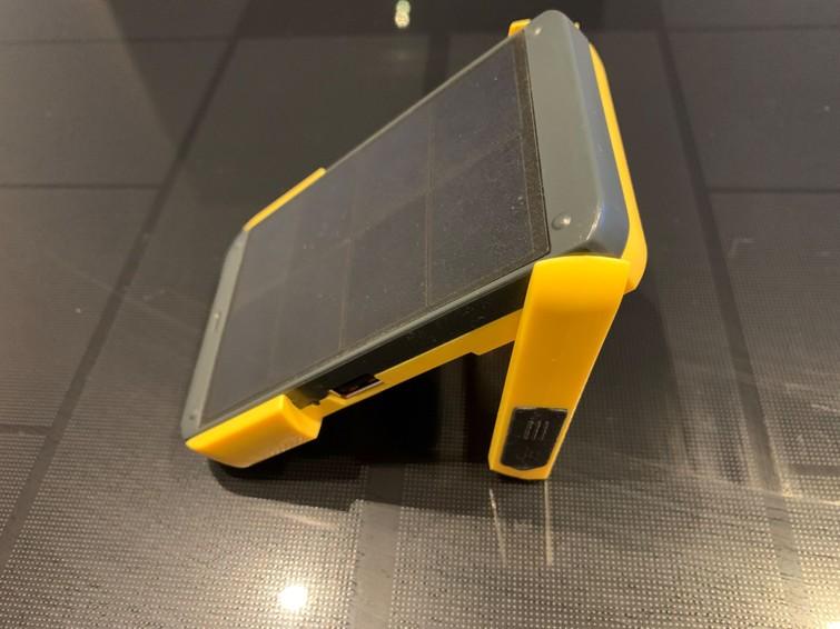 Waka waka power (zak)lamp/oplader op zonne-energie