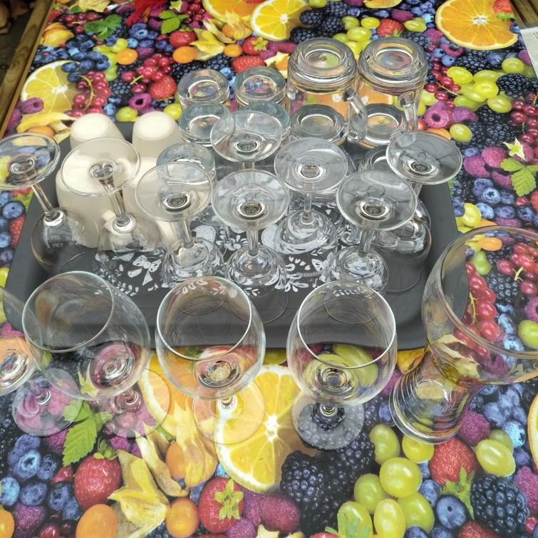 Koffiespullen en glazen