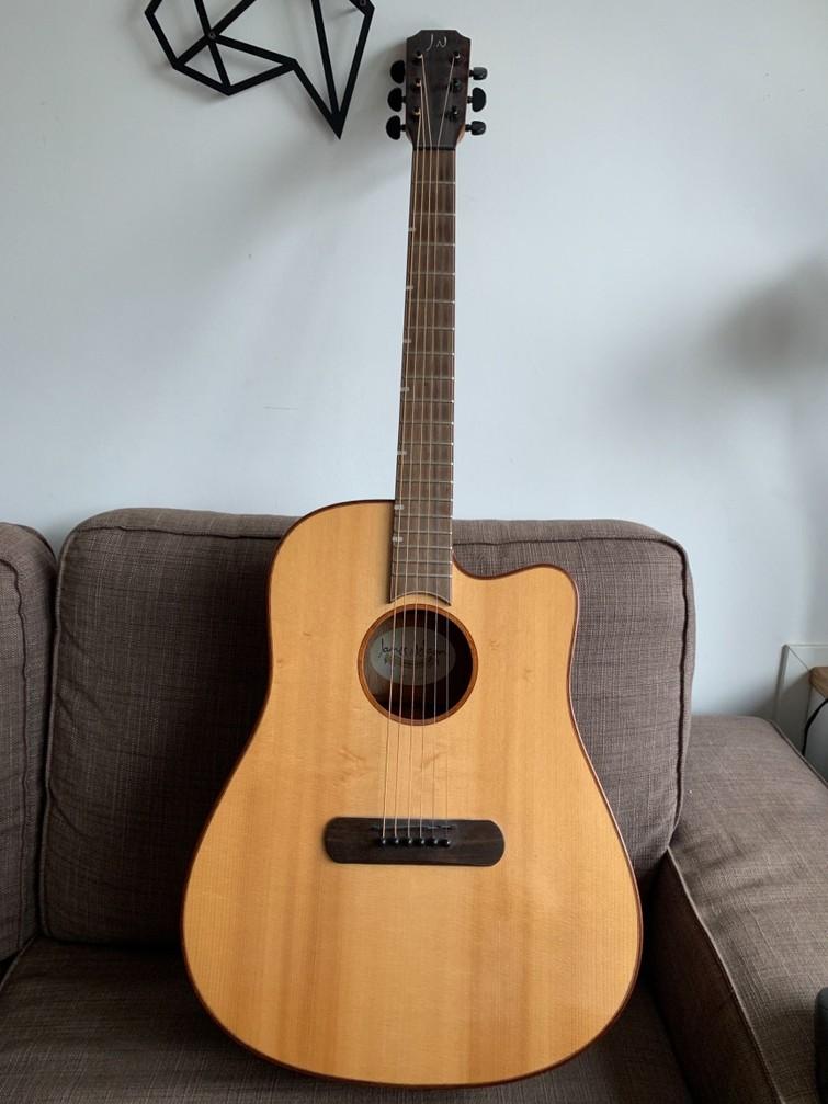 Klassieke gitaar, met elektrische aansluiting