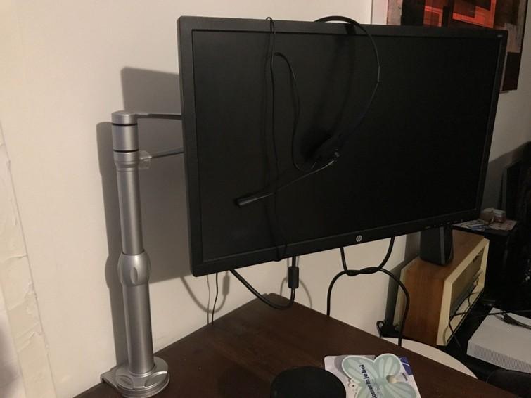 Monitor met bureaustandaard