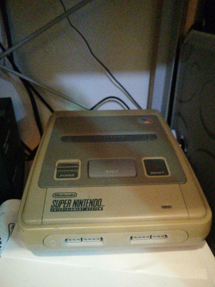 SNES (Super Nintendo Enternainment System)