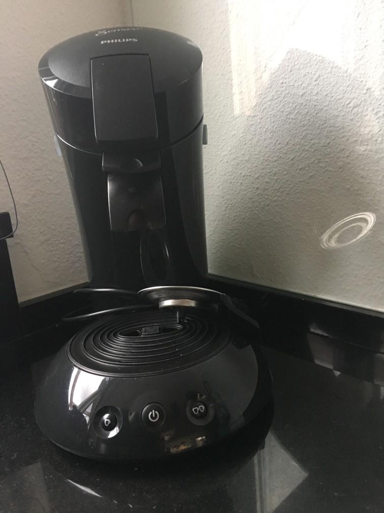 Senseo apparaat. Lekker snel koffie zetten. Alleen een pak  pads kopen. Ook voor chocolademelk of andere koffie smaken.